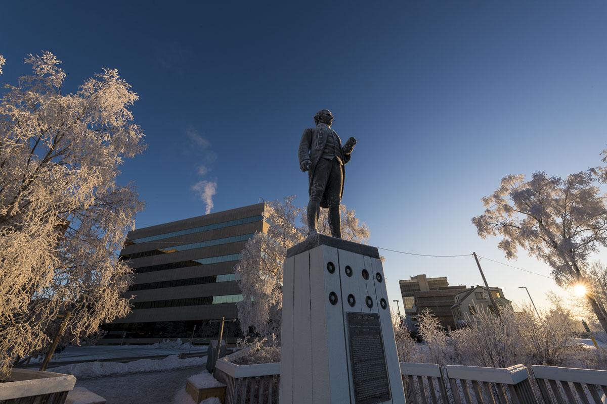 Alaska, Anchorage, Captain James Cook, Resolution Park, city center, downtown, frost, statue, winter, photo