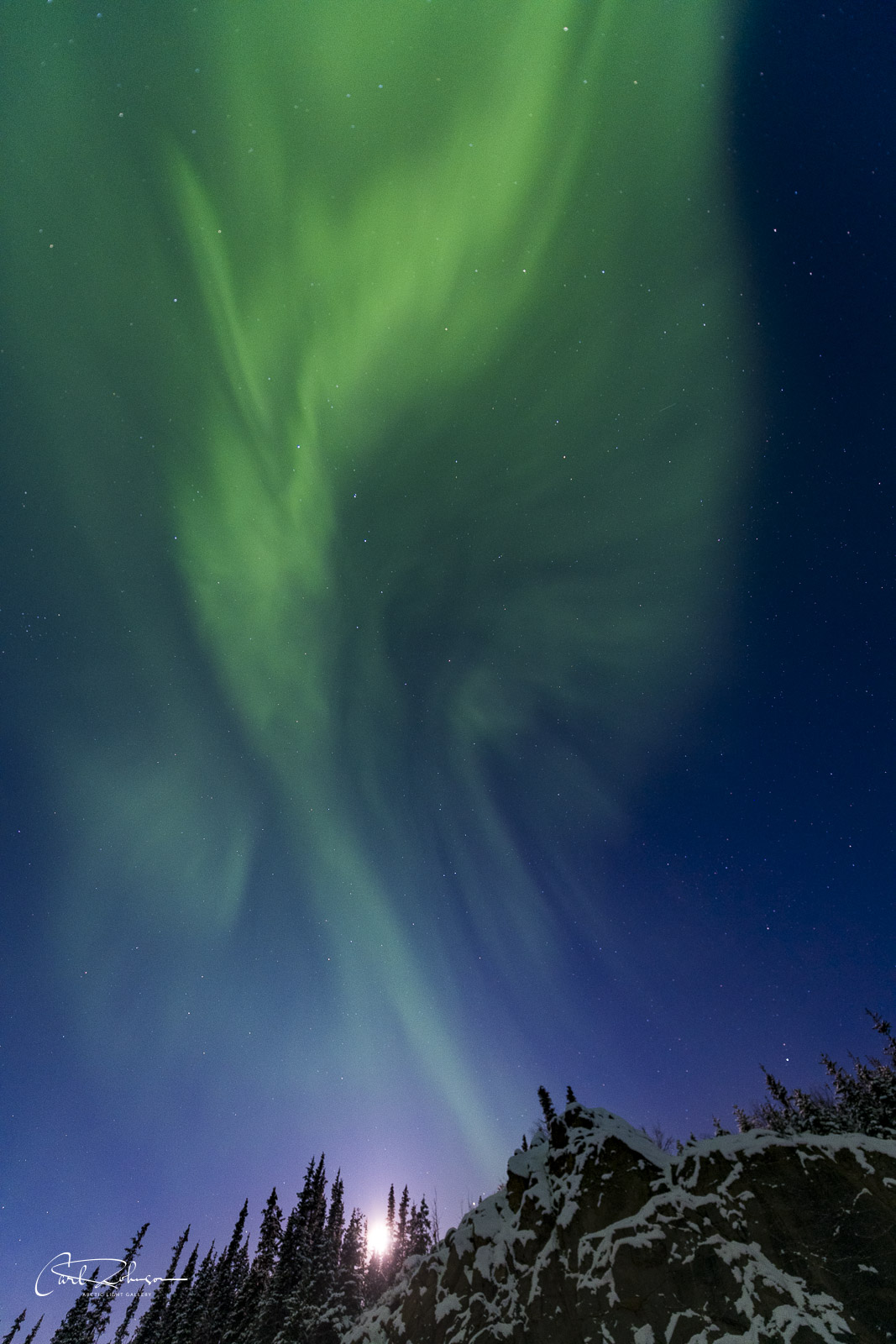 When the aurora borealis gets really active, you have to remember to look up occasionally. While stopped at a pullout along the...