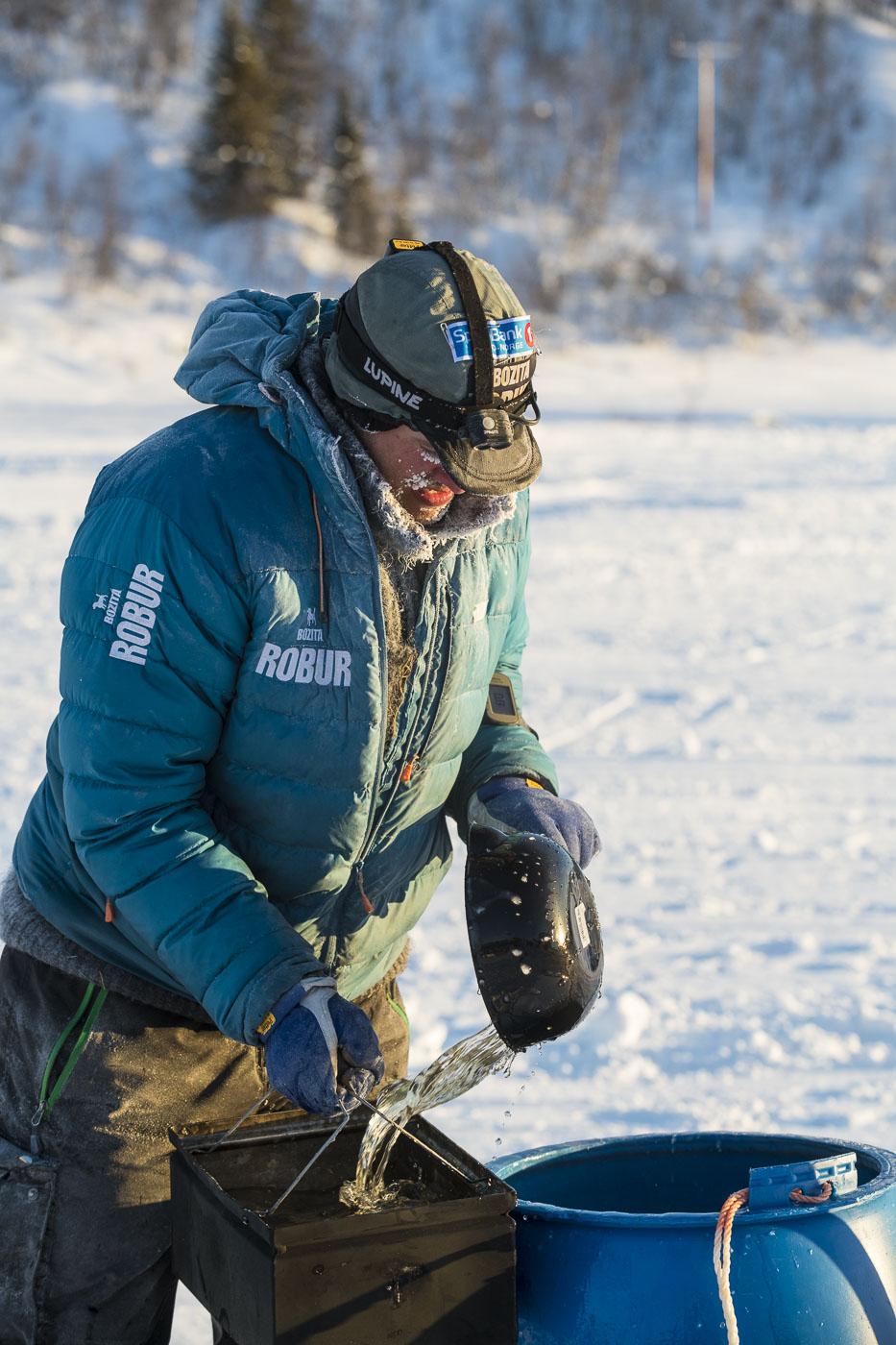 Petter Karlsson prepares a morning meal for his team at the Neiden 2 checkpoint on the latter half of the 2019 Finnmarksløpet...